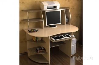 Небольшой стол со скруглениями