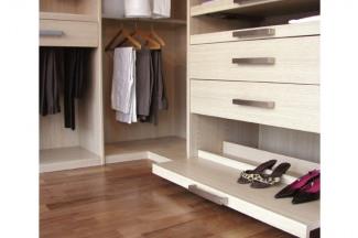 Полки и ящики в гардеробной