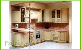 Кухня из дерева с барной стойкой