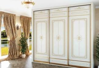 Шкаф-купе классический белый с золотом на заказ
