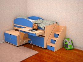 Детская кровать с выдвижным столом